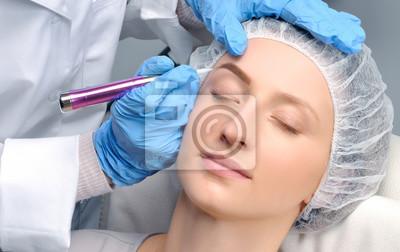 Mikroblading Kosmetolog Robi Makijaż Permanentny Atrakcyjna