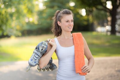 Fototapeta Młoda kobieta rolki