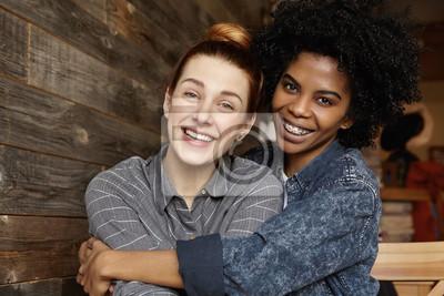 Gorące lesbijki twarz siedzi