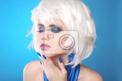 Moda Bob Blond Dziewczyna Białe Krótkie Włosy Piękna Makijaż