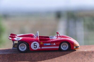 Fototapeta Model starego samochodu wyścigowego w słońcu