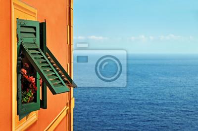 Fototapeta morza w tle z okiennicami