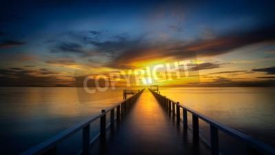 Fototapeta Most w morze o zachodzie słońca
