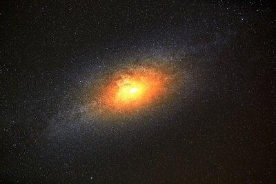 Fototapeta Najjaśniejszą galaktyką na tle ciemnego nieba z gwiazdami