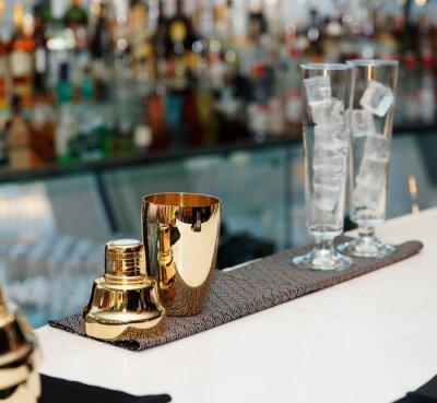 Fototapeta Narzędzia barman na pasku licznika, kopia przestrzeń