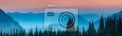 Fototapeta Niebieska godzina po zachodzie słońca nad górami Cascade