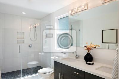 Fototapeta Nowoczesne Wnętrza łazienki Z Prysznicem Szklane Drzwi I Białe
