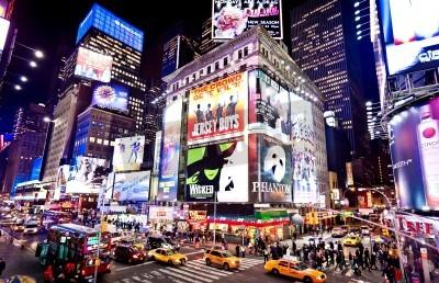 Fototapeta Nowym Jorku - 06 stycznia: oświetlenie fasady teatrów na Broadwayu w dniu 6 stycznia 2011 w Nowym Jorku Times Square,