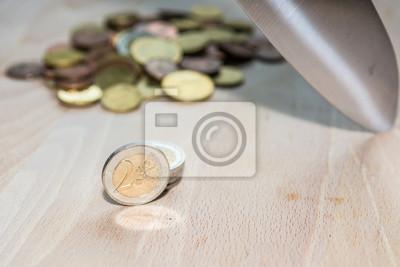 Fototapeta Nóż do cięcia monety euro