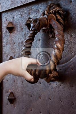Fototapeta obraz starożytnej drzwi kołatka