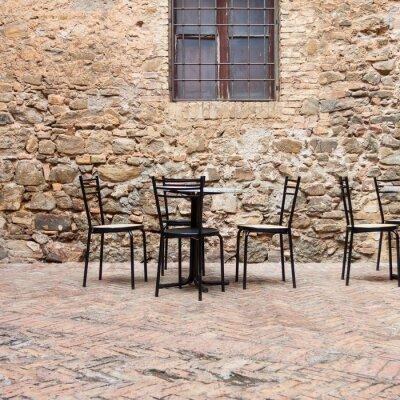 Fototapeta Old outdoor cafe w tradycyjnym Toskanii ulicy