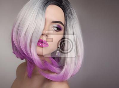 Ombre Blond Krótka Fryzura Purpurowy Makijaż Piękna Kobieta
