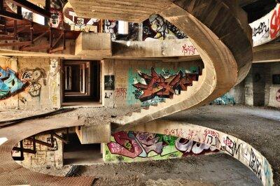 Fototapeta Opuszczony budynek pokryte graffiti niedaleko Jerozolimy.