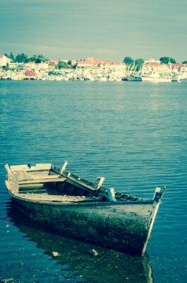 Fototapeta opuszczonych drewnianych łodzi