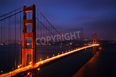 Fototapeta Oświetlony Golden Gate Bridge na zmierzchu, San Francisco