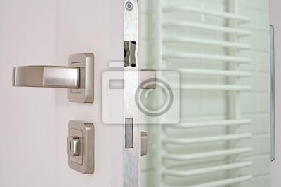 Fototapeta Otwarte Drzwi Do łazienki