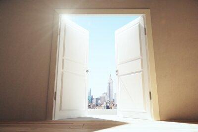 Fototapeta Otwarte drzwi z pustym pomieszczeniu Megapolis miasto z wieżowcami