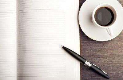 Fototapeta Otwórz pusty biały notatnik, długopis i kawy na biurku