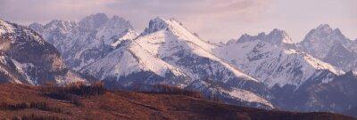 Fototapeta Panorama ośnieżonych Tatr na wiosnę, na południe Polska