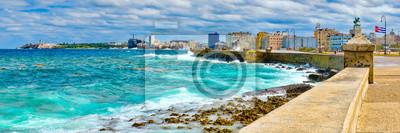 Fototapeta Panoramę Hawany i kultową przystań Malecon z burzliwym oceanem
