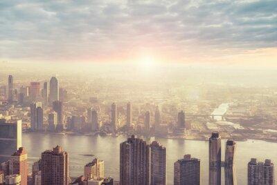 Fototapeta Panoramę Nowego Jorku rano, wschód słońca w tle.