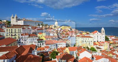 Fototapeta Panoramiczny widok Alfama kwartał, Lizbona, Portugalia