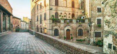 Fototapeta Panoramiczny widok ulicy w Certaldo, Włochy.