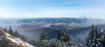 Fototapeta Panoramiczny widok z grzbiet górski do doliny