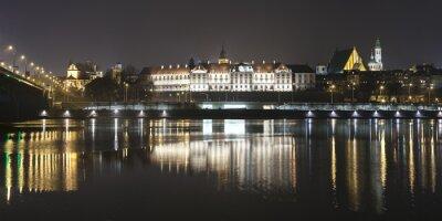 Fototapeta Panoramiczny widok z nabrzeża w Warszawie w nocy.