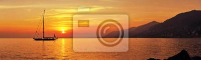 Fototapeta Panoramiczny widok z Żeglarstwo na zachód słońca z góry