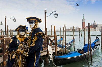 Fototapeta Para w karnawałowe maski w Wenecji.