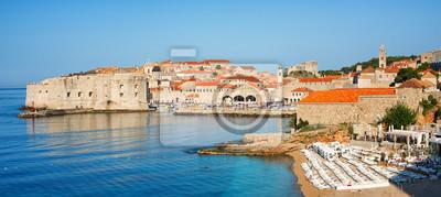 Fototapeta Piaszczysta plaża w średniowieczne miasto Dubrownik, Chorwacja