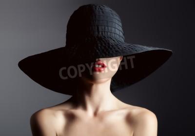 Fototapeta Piękna kobieta w kapeluszu. Retro moda. Ciemne Tło.