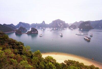 Fototapeta Piękna panorama słynnego Halong Bay