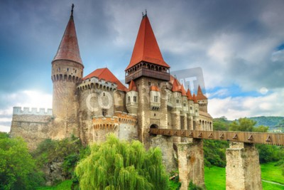 Fototapeta Piękna panorama zamku Corvin z drewnianym mostem, Hunedoara, Transylwania, Rumunia, Europa