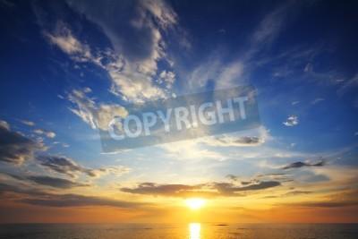 Fototapeta Piękny krajobraz z zachodem słońca nad morzem