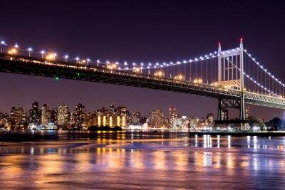 Fototapeta Piękny nocny widok Nowego Jorku i 59 ulicy Ed Koch mostu patrząc na Manhattan.