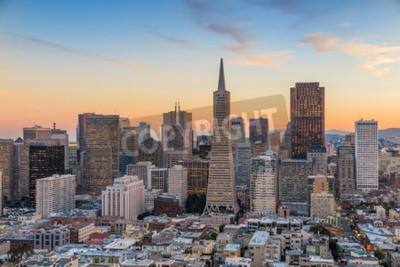 Fototapeta Piękny widok centrum biznesu w centrum San Francisco o zachodzie słońca.