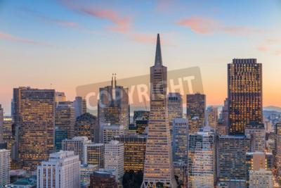Fototapeta Piękny widok na centrum biznesowego w centrum San Francisco na zachodzie słońca.
