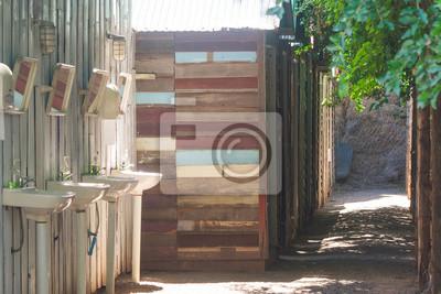 Fototapeta Piękny Widok Wiersz Drewniany Domek Na Wsi Z Rzędu Whit Ceramiczne