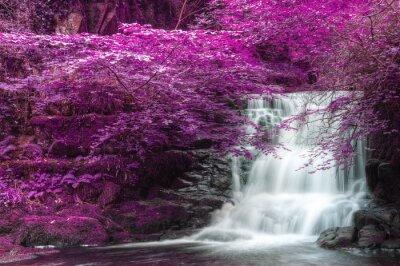 Fototapeta Piękny wodospad na przemian w kolorze surrealistyczny krajobraz