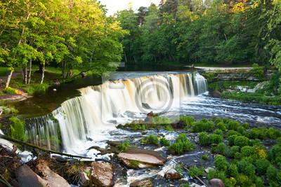 Fototapeta Piękny wodospad zwany Keila Juga latem w lesie