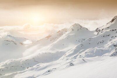 Fototapeta Piękny zimowy krajobraz z ośnieżonych gór