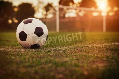 Fototapeta Piłka nożna w zachodzie słońca