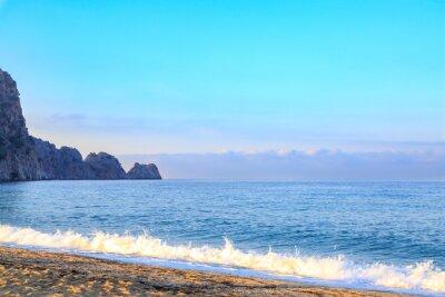 Fototapeta Plaża kleopatra z fal rano w Alanya, Turcja