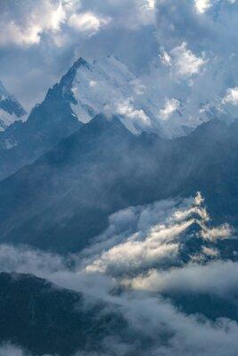 Fototapeta pochmurny dzień w górach