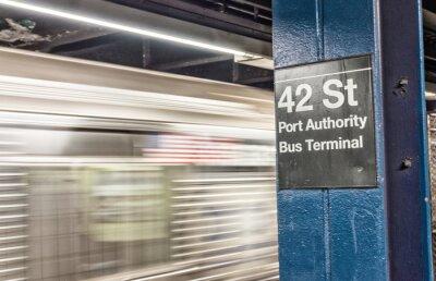 Fototapeta Pociąg przyspieszenia w Nowym Jorku metrem. 42 st