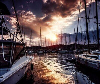 Fototapeta Port jachtowy na niesamowity zachód słońca