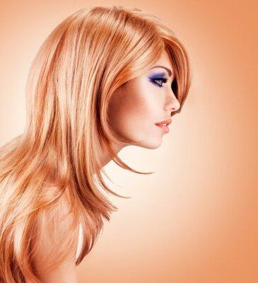 Fototapeta Portret profilu piękne ładna kobieta z długimi czerwonymi włosami