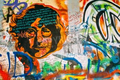 Fototapeta Praga, Republika Czeska - 10 października 2014 roku: Znani miejscem w Pradze - John Lennon Wall. Ściana jest wypełniona John Lennon graffiti inspirowane i teksty z piosenek Beatlesów